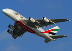 Airbus A380 совершил первый регулярный перелет