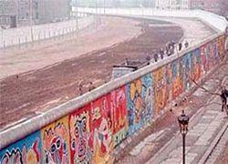 Немцы реставрируют граффити Берлинской стены
