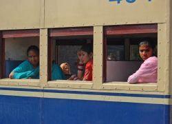Пожар в поезде в Индии унес жизни 20 человек