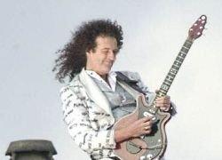 Опубликованы тезисы диссертации гитариста Queen