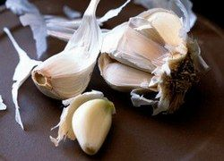 Ешь чеснок каждый день — и давление будет в норме