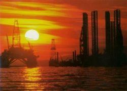 Экспорт нефти из России падает стремительнее добычи