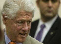 Клинтон просит в полтора раза больше денег на борьбу со СПИДом