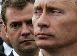 Губернаторам придется делить кадры между Медведевым и Путиным