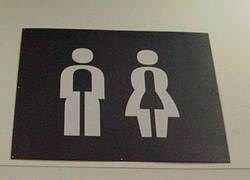 В Китае объявили войну непонятным символам на дверях туалетов