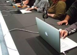 Apple выпустит субноутбук и «цветные» iPhone 3G