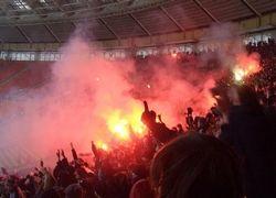 Бразильские фанаты бросили бомбу в игроков своего клуба