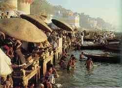 Индийские гуру потребовали очистить Ганг от фекалий
