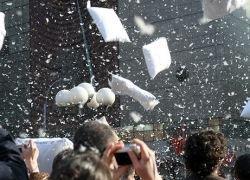 В Риме состоялись безумные бои подушками