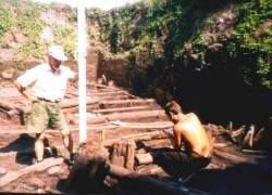 Археологу-любителю посчастливилось найти золотой крест