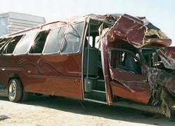 В США автобус упал с эстакады