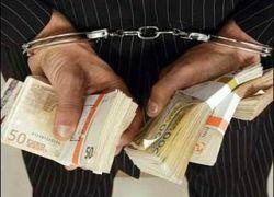 За землю под Петергофом чиновник запросил взятку €64 тыс.