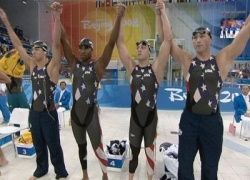 Американские пловцы выиграли олимпийскую эстафету с рекордом
