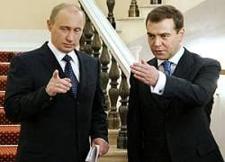 Путин и Медведев поделили сферы ответственности на время войны