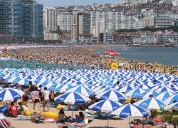 Рекорд по количеству народа на пляже в Корее