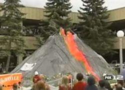 Группа студентов создала вулкан из соды и уксуса