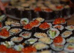 В суши-барах надо громко чавкать