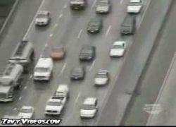 Водитель выжил после падения на его машину прицепа фуры