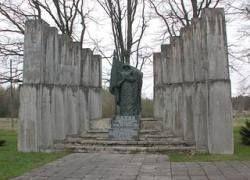 В Эстонии неизвестные пытались сжечь памятник погибших в ВОВ