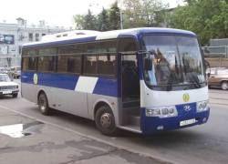 В Петербурге автобус с туристами провалился в яму