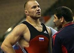 Борец Хуштов принес России третье золото