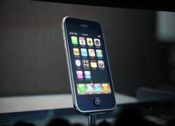 Apple с трудом справляется со спросом на iPhone 3G