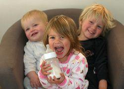 Молочные продукты на долгие годы укрепляют детские кости