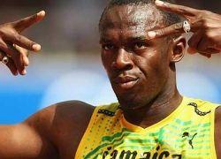 Усейн Болт выиграл олимпийскую стометровку с мировым рекордом