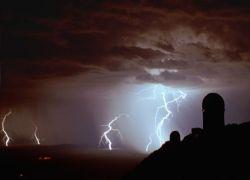 На Великой китайской стене туристов ударила молния
