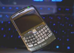 МТС осенью начнет предлагать Blackberry в РФ частным пользователям
