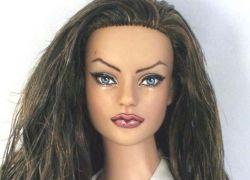 Испанец создал куклу Анжелины Джоли