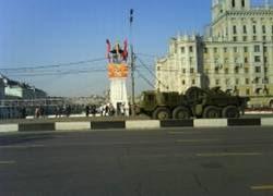 Тяжелая бронетехника в ночь на вторник вошла в Москву