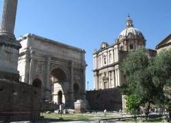 """Туристка в Риме пыталась вынести с Форума \""""сувенир\"""" весом 9 кг"""
