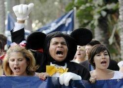 Арест мульт-героев в парке развлечений Disneyland