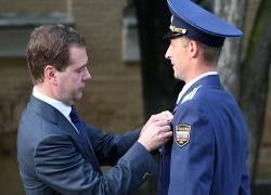 Медведев не хочет кормить чужую армию