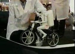 Робот-велосипедист совершил подвиг