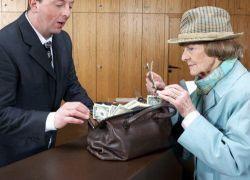 Почему люди не хотят нести деньги в банки?