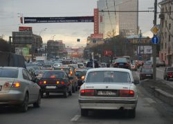 Столичные водители проводят в пробках 12 часов в месяц