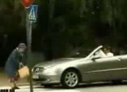 Как старушка отомстила владельцу Mercedes?