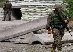 Российские военные строят в Грузии блокпосты, население протестует