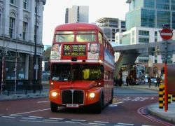 Британские автобусные остановки обогатят йогой и качелями