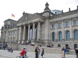 Власти ФРГ защитят немецкий рынок от нежелательных инвесторов
