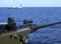 Сомалийские пираты взяли на абордаж сразу два судна