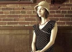10 правильных вопросов для уличного знакомства с умной девушкой