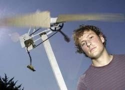Студент сконструировал ветряной двигатель из мусора