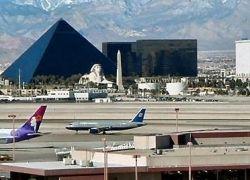 В Лас-Вегасе самолет врезался в жилой дом