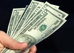 Россияне снова скупают американскую валюту