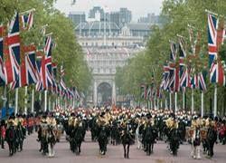Британскую королеву охраняли наркоманы