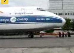 Как 8 мужчин Ан-124 толкали