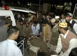 Взрыв автобуса в Пакистане унес жизни не менее 10 человек